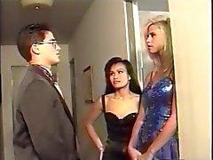 Stud nehmen zwei Abschlussball Daten zu einem Hotel threesome .