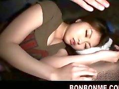 étudiant endormi baisée par connaisseur dans la tente