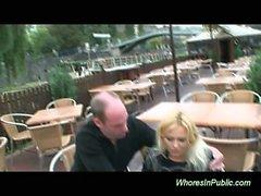 Gros seins blondes prostituée baisée publiquement la prise Ejaculation