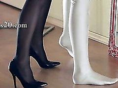 Kuumia lezzies sukupuoli edessään ja mirror