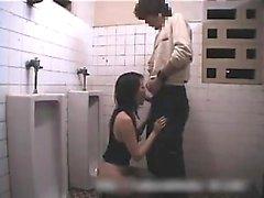 Asya bebek duş duyumsal oral seks verir