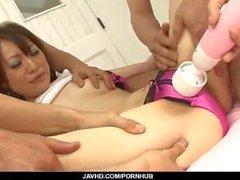 Ryo Kaede disfruta de perforaciones duras en su coño