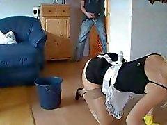 Русый милф горничная убирает , поедает петух , получает ее попка прибиты и лица