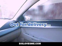 SisLovesMe - Slutty Stepsis предлагает руку помощи