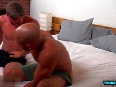 Big dick twink anaali seksiä cumshot