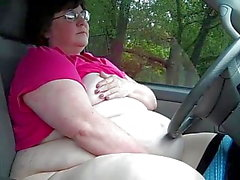 SSBBW Slut se masturba en público