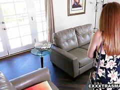 ExxxtraSmall - Teen suger för att få hennes jobb tillbaka