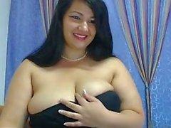 mamas grandes em calças justas e saltos