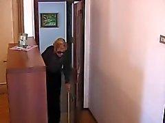 La nonna italiano è scopata negli cabina doccia
