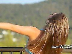 Киллер analhole дразня на балконе с