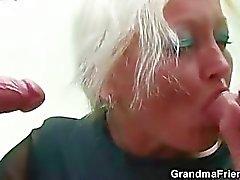 Sapık yaşlı öğretmen iki genç horoz alır