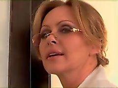 Blond chaud baise bite noire Devant La de mari
