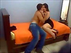 Épouse curvy superbe fait baiser de la caméra cachée