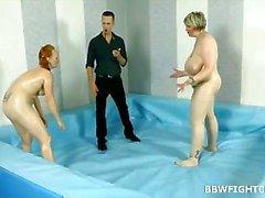 Naked lucha BBWs