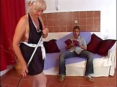 Tipo hot young fucks una abuelita