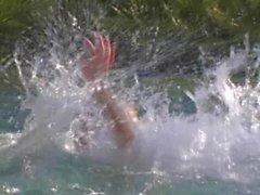 alison-angel-piscina