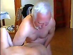 Очень старые толстый мужчина используем молодая горничной очень тяжело