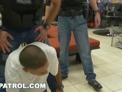 GAY PATROL - Black Robbery Suspect arrestato e scopato dai poliziotti
