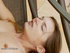 Las muchachas rusas Cumming y pelar