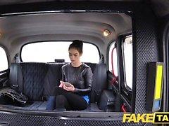 Fake Taxi russischen behaarten Pussy natürlichen Titten