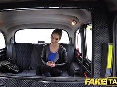 Taxi Faux chatte poilue russe Seins naturels