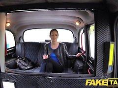 Tette naturali di figa pelosa filippina di Fake Taxi