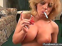 Di Boob enorme Fumo del sesso orale