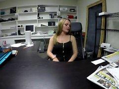 Monica vuole davvero il lavoro e forse è per questo che lei non ha