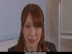 Araki Hitomi mujer sensual, juega sucio en una gran polla