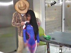 Spyfam Overwatch, travestimento di Halloween, scopa con la sorellastra Jade Kush