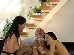 stockinged üçlü İngiliz milf Cocksucking
