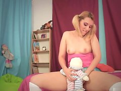 Scarlett Johnson gosta de usar sua boa loira gostosa ...
