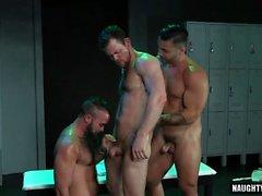 Trio latino lupo con facciale
