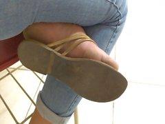 piedi ragazza di istituto universitario dalle unghie red morbida sogliole pasticci pieds
