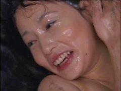 Sevimli Asya saksoleri epik bir bukkake partisinde acı acıyla kaplanır