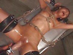 Japanse bondage fucking machine