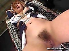 Plusieurs orgasmes baguette magique Hitatchi pour maid asiatique sobre