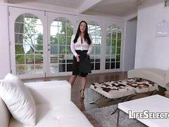 Tettona suocera Angela White gode di feticismo dei piedi con la sua cotenant
