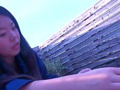 Mujer que engaña en el balcón