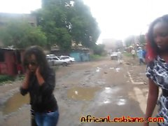 Любительское Лесбиянки из Африки поцелуй и ебать в зебры ковров