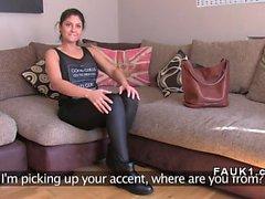 Южноафриканский Babe трахает ВЕЛИКОБРИТАНИЯ агентом