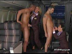 Sexy hôtesse de l'air fuck dans l'avion pour plaire à leur meilleur custovTanyaTate02.wm