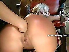 Las señoras lindas con el culo increibles spanking y jugando con el juguetes follada en sexo trío ano
