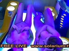 Солярий кулачок 2 Девушка мастурбирует в солярии