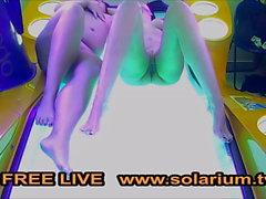 Solaryum kam 2 Kız solaryum masturbates