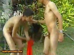 Twinks Sex in der Öffentlichkeit Garten