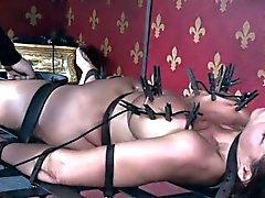 Povekas MILF orjana saa hänen rinnat rangaistu