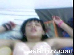 Mi novia de la universidad de Indonesia apretado y coño afeitado
