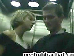 Amateur Teen GF öffentlichen BJ Aufzug PublicFlashing