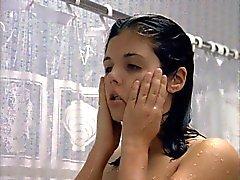 Tiffiani - Amber Thiessen - Hän taisteli Alone 03